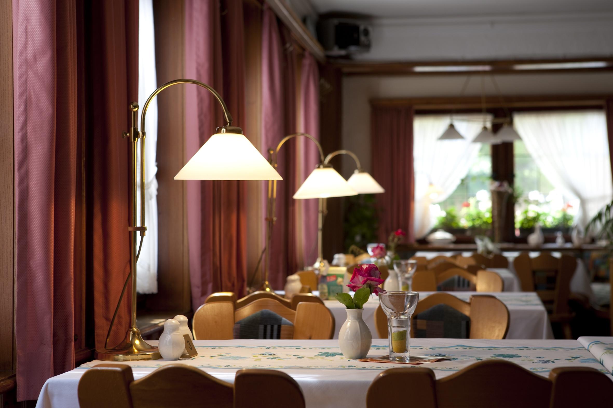 Hessental Gasthaus Zum Hirsch Hotel, Tische
