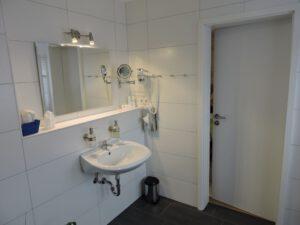 Bad, Doppelzimmer, zum-hirsch-hotel.de, Hotel Schwäbisch Hall Hessental